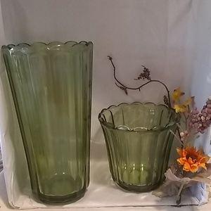 🌻 vintage green depression glass vases 🌻
